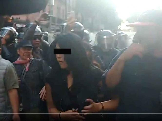 VIDEO: INTENTAN PRENDER FUEGO A PERIODISTA EN MARCHA DEL 2 DE OCTUBRE