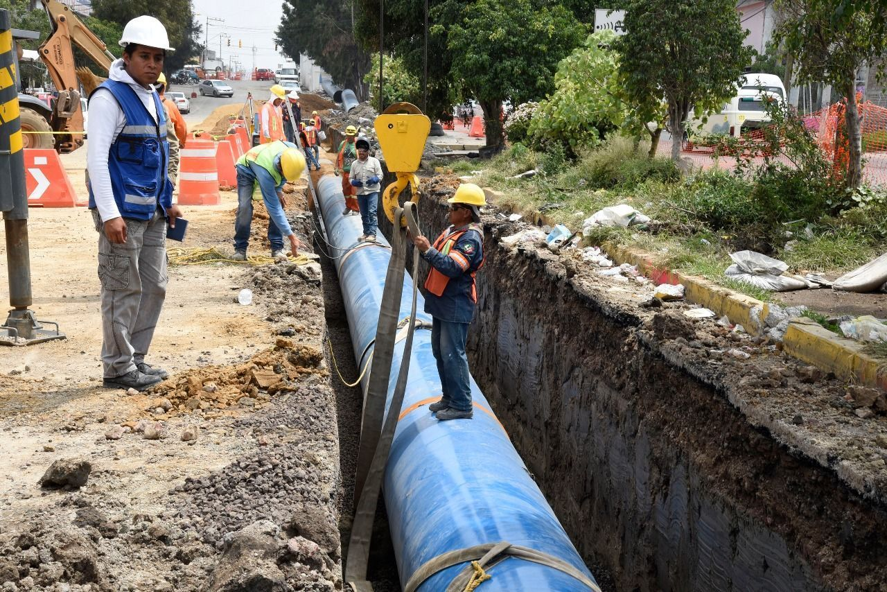 TRABAJA EMPRESA MOTA ENGIL EN REPARACIÓN DE TUBERÍA DE AGUA POTABLE EN ECATEPEC