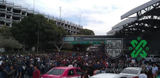 POLICÍAS FEDERALES Y POLICÍAS DE LA CDMX SE ENFRENTAN POR BLOQUEO EN EL AICM