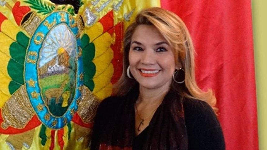 JEANINE ÁÑEZ SE DECLARA PRESIDENTA INTERINA DE BOLIVIA