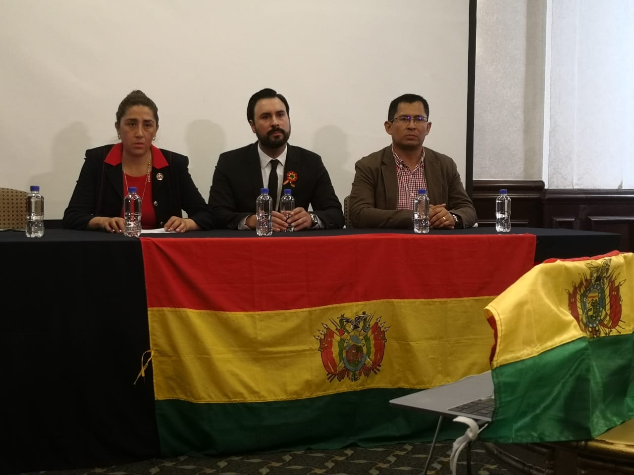 VIDEO: COMUNIDAD BOLIVIANA EN MÉXICO DESCARTA QUE HAYA UN GOLPE DE ESTADO