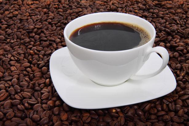BEBER CAFÉ REDUCE EL RIESGO DE TENER ALZHEIMER