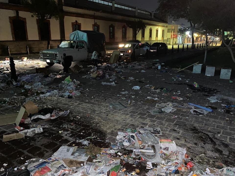 DESALOJAN A COMERCIANTES DE TEMPORADA DEL JARDÍN ZARAGOZA EN TOLUCA