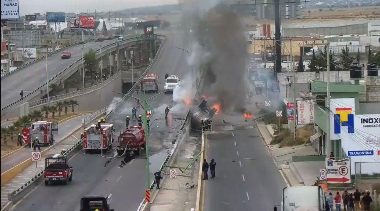 VOLCADURA E INCENDIO DE PIPA DEJA A CONDUCTOR SIN VIDA EN LA MÉXICO –PACHUCA