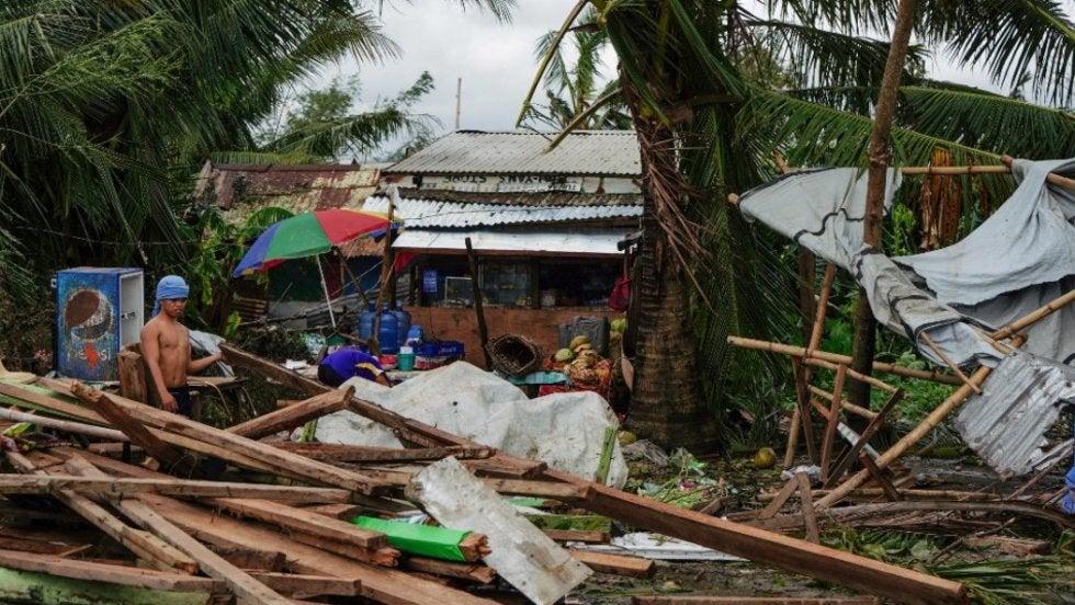 TIFÓN PHANFONE CAUSA DEVASTACIÓN TRAS SU PASO POR FILIPINAS, DEJA AL MENOS 13 MUERTOS