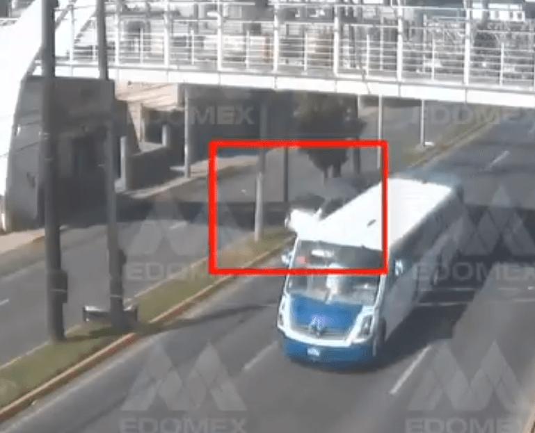 C5 DIFUNDE VIDEO SOBRE LA VOLCADURA DE UNA CAMIONETA EN BULEVAR AEROPUERTO