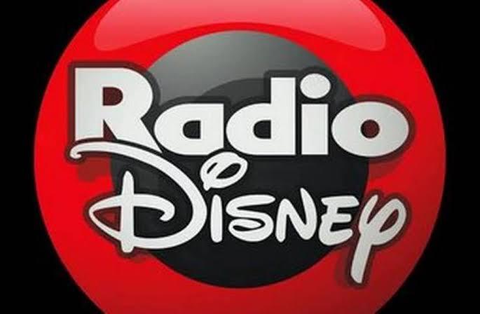 RADIO DISNEY SALE DEL AIRE TRAS ROMPER CON GRUPO ACIR