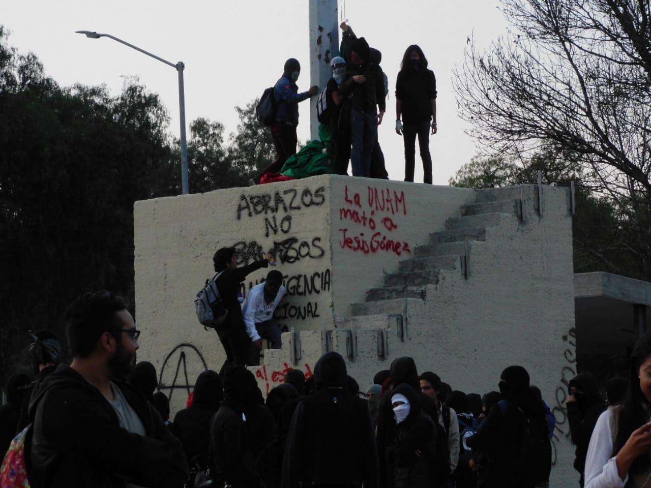 VIDEO: REPORTAN PINTAS EN RECTORÍA DE LA UNAM TRAS ENTREGAR PLIEGO PETITORIO