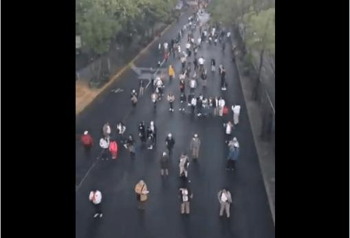 HAY CAOS VIAL EN LA CDMX PORQUE MANIFESTANTES BLOQUEAN LA AVENIDA MARINA NACIONAL