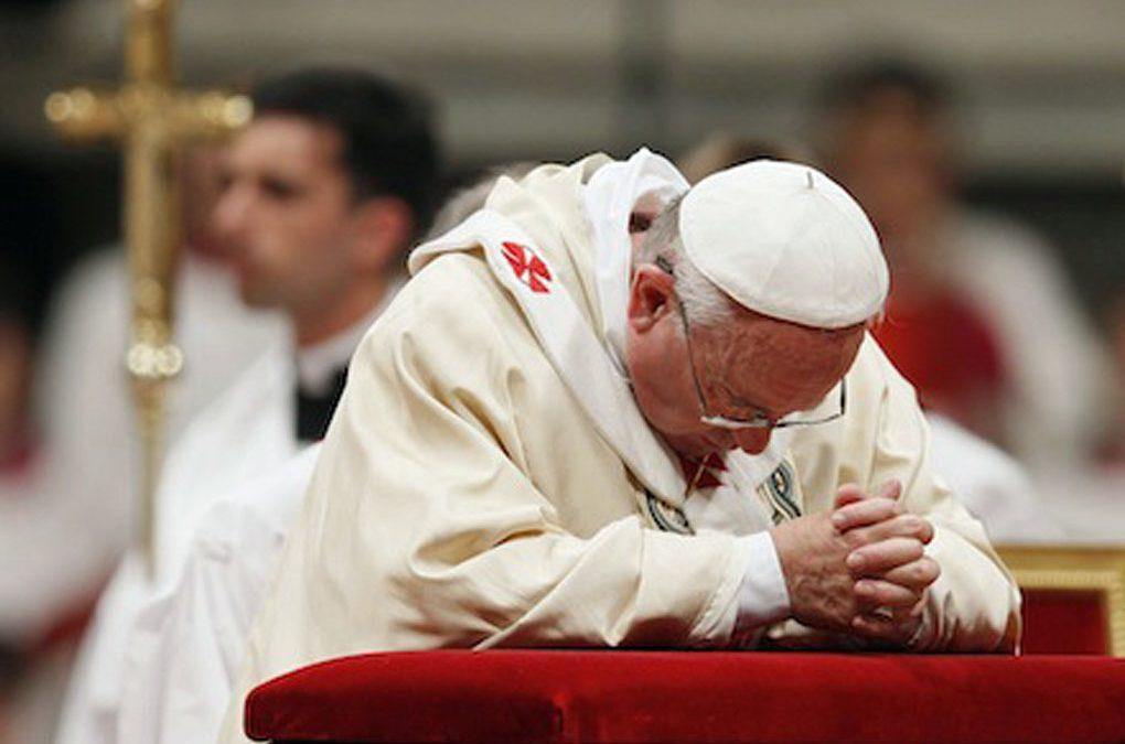 PAPA FRANCISCO Y MILES DE CRISTIANOS ORAN PARA DETENER EL COVID-19