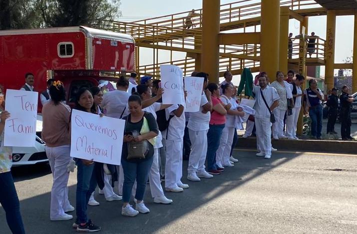PERSONAL MÉDICO DEL IMSS BLOQUEA EN LA CARRETERA TEXCOCO-LECHERÍA