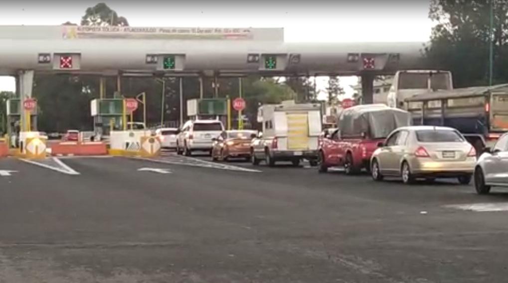 VIDEO: PESE AL CONFINAMIENTO, SE REGISTRA FLUJO VEHICULAR EN LA CASETA EL DORADO