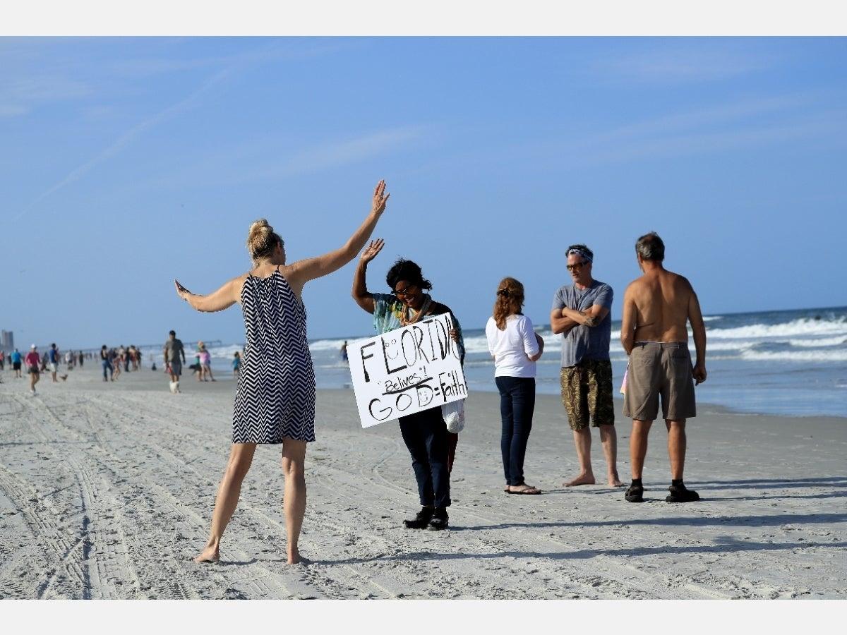 REABREN PLAYAS DE FLORIDA EN MEDIO DE CONTINGENCIA POR COVID-19 EN EU
