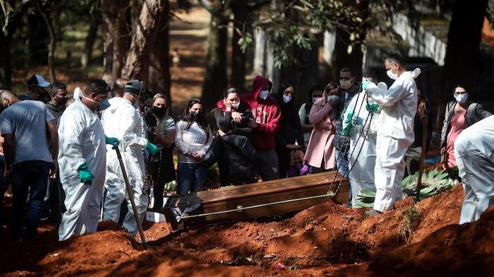 BRASIL SUPERA EL MILLAR DE MUERTES POR COVID-19 EN UN DÍA
