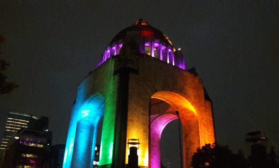 SE ILUMINARÁN MONUMENTOS DE LA CDMX POR COMUNIDAD LGBTTTI