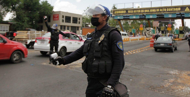 DONAN A POLICÍAS CAPITALINOS EQUIPO CONTRA COVID-19