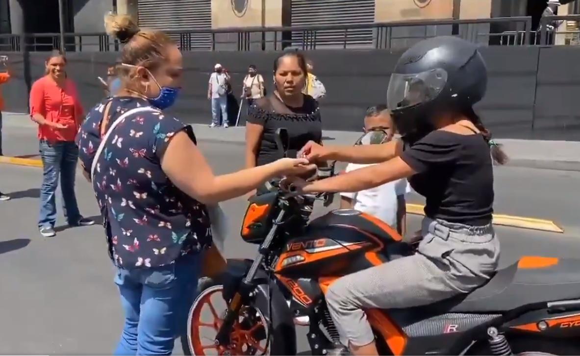 VIDEO: AMBULANTES PIDEN 'COOPERACIÓN VOLUNTARIA' A MOTOCICLISTAS EN EJE CENTRAL