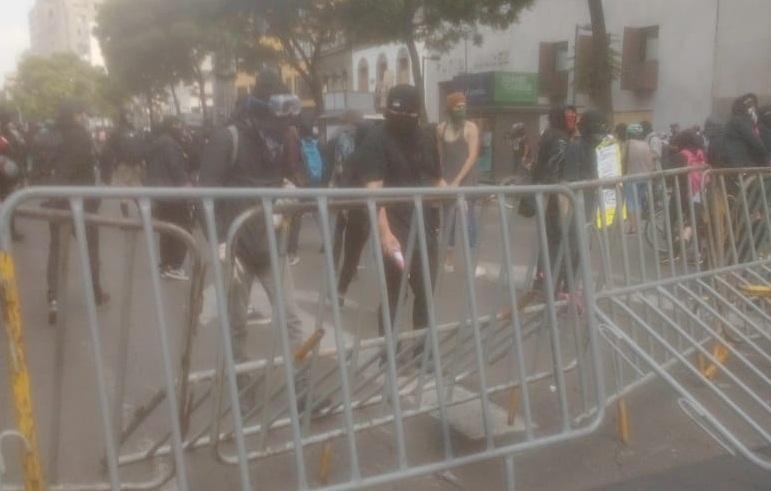 MANIFESTANTES PROTESTAN CONTRA AGRESIONES POLICIALES EN CDMX